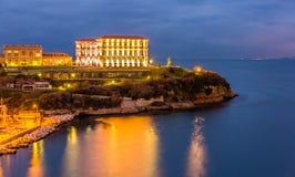 Palais du Pharo in Marseille bis zum Nacht stockbilder