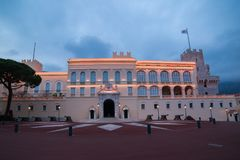 Palais du ` s de prince au Monaco la nuit Photos libres de droits