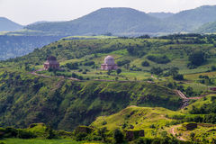 Palais et belles vallées vertes de Mandu Image stock