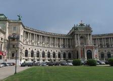 Palais et Heldenplatz de Hofburg dans la capitale Vienne d'Austrias Images stock