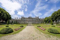 Palais et jardin dans Soissons Photos stock