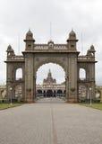 Palais Front Gate de Mysore Image stock