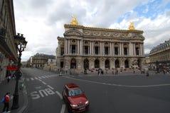 Palais Garnier, coche, señal, cielo, zona metropolitana imagenes de archivo