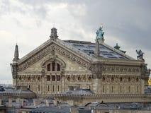 Palais Garnier - operahus - tak av Paris Arkivbild