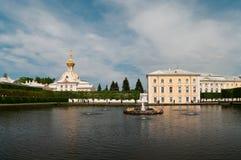 Palais grand de Peterhof à St Petersburg, Russie Images stock