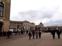 Palais impérial de Hofburg avec la statue de l'empereur Joseph II photo stock