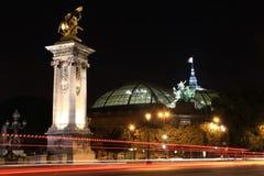 Palais magníficos por noche - París fotos de archivo