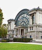 Palais Mondial - södra Hall i Jubelpark i Bryssel _ arkivfoto