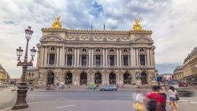 Palais of Opera Garnier The National Academy van Muziek timelapse hyperlapse in Parijs, Frankrijk stock video