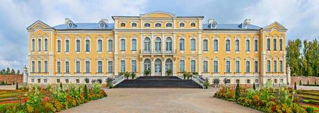 Palais public gouvernemental de musée de Rundale, Lettonie, l'Europe Images libres de droits