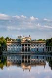 Palais sur l'île en parc de Lazienki à Varsovie image libre de droits
