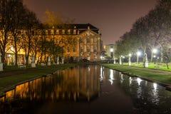 Palais trier som är gemany på natten Arkivbilder