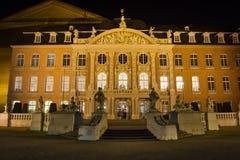 Palais trier som är gemany på natten Arkivbild