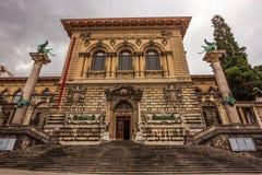 Palaisen de Rumine i Lausanne Den tidigare slotten tjänar som nu som ett museum, ett universitet och ett arkiv royaltyfri fotografi