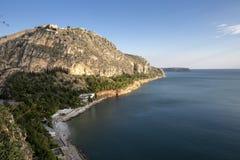 Palamidi fästning på kullen, Nafplion - Grekland Väggar och bastioner av den Palamidi fästningen, Nafplio, Peloponnese, Grekland  fotografering för bildbyråer