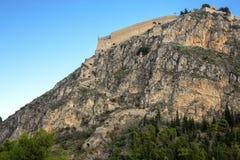 Palamidi fästning på kullen, Nafplion - Grekland Väggar och bastioner av den Palamidi fästningen, Nafplio, Peloponnese, Grekland  arkivbild