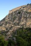 Palamidi fästning på kullen, Nafplion - Grekland Väggar och bastioner av den Palamidi fästningen, Nafplio, Peloponnese, Grekland  royaltyfri bild