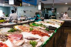 Palamos,卡塔龙尼亚,可以2016年:海鲜市场 免版税库存照片