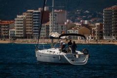 Palamos,卡塔龙尼亚,可以2016年:游艇风帆 库存照片