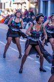 Palamos,西班牙- 2018年2月10日,传统狂欢节队伍在一个小镇Palamos,在卡塔龙尼亚,在西班牙 图库摄影