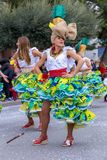 Palamos,西班牙- 2018年2月11日,传统狂欢节队伍在一个小镇Palamos,在卡塔龙尼亚,在西班牙 免版税库存图片