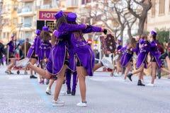 Palamos,西班牙- 2018年2月11日,传统狂欢节队伍在一个小镇Palamos,在卡塔龙尼亚,在西班牙 库存照片