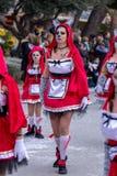 Palamos, España - 11 de febrero de 2018, desfile de carnaval tradicional en una pequeña ciudad Palamos, en Cataluña, en España Imagenes de archivo
