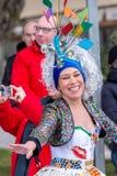 Palamos, España - 11 de febrero de 2018, desfile de carnaval tradicional en una pequeña ciudad Palamos, en Cataluña, en España Imagen de archivo libre de regalías