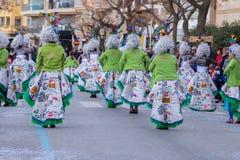 Palamos, España - 11 de febrero de 2018, desfile de carnaval tradicional en una pequeña ciudad Palamos, en Cataluña, en España Fotografía de archivo libre de regalías