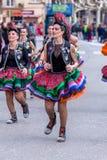 Palamos, España - 11 de febrero de 2018, desfile de carnaval tradicional en una pequeña ciudad Palamos, en Cataluña, en España Imágenes de archivo libres de regalías