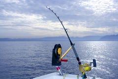 Palan de pêche à la traîne d'eau de mer de trains de bateau de Downrigger Images libres de droits