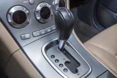 Palanca de la transmisión del coche Fotos de archivo libres de regalías