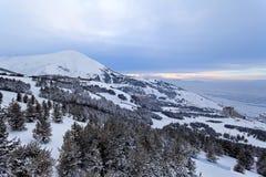 Palandoken,埃尔祖鲁姆,日落的土耳其-山滑雪和雪板运动 免版税库存照片