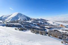 Palandoken Erzurum, Turkiet - bergskidåkning och snowboarding arkivbild