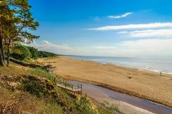 波儿地克的海滩覆盖海岸线palanga反映湿沙子的海运 免版税库存图片