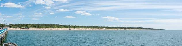 PALANGA LITAUEN - JUNI 13: Sikt på Palanga den sandiga stranden Arkivbild