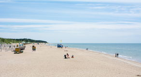 PALANGA LITAUEN - JUNI 13: Sikt på Palanga den sandiga stranden Royaltyfri Bild