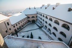 Palanok城堡围场分层堆积与雪 库存图片