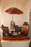 Palanquin auf Anzeige am Mehrangarh-Fortmuseum, Jodhpur, Indien stockbilder