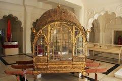 Palanquin auf Anzeige am Mehrangarh-Fortmuseum, Jodhpur, Indien stockfotografie
