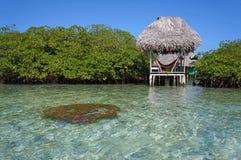 Palapa над морем и кораллом Стоковое Изображение RF