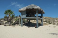 Palapa auf Strand Stockfotografie