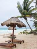Palapa en la playa Imágenes de archivo libres de regalías