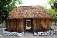 Palapa maya de la choza de la cabina de la casa de madera de México Imagen de archivo libre de regalías