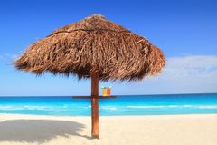 Palapa sun roof beach umbrella in caribbean. Sea Royalty Free Stock Photos
