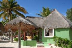 Palapa verde en Playa del Carmen - México Imágenes de archivo libres de regalías