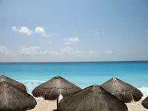 palapas Мексики пляжа Стоковая Фотография