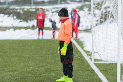 Palas en la pila de nieve después de limpiar nieve del fútbol Imagen de archivo