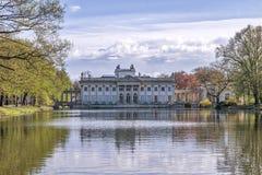 Palast auf dem Wasser in Lazienki-Park in Warschau Lizenzfreie Stockfotos