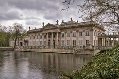 Palast auf Wasser in Lazienki-Park in Warschau Lizenzfreie Stockfotografie
